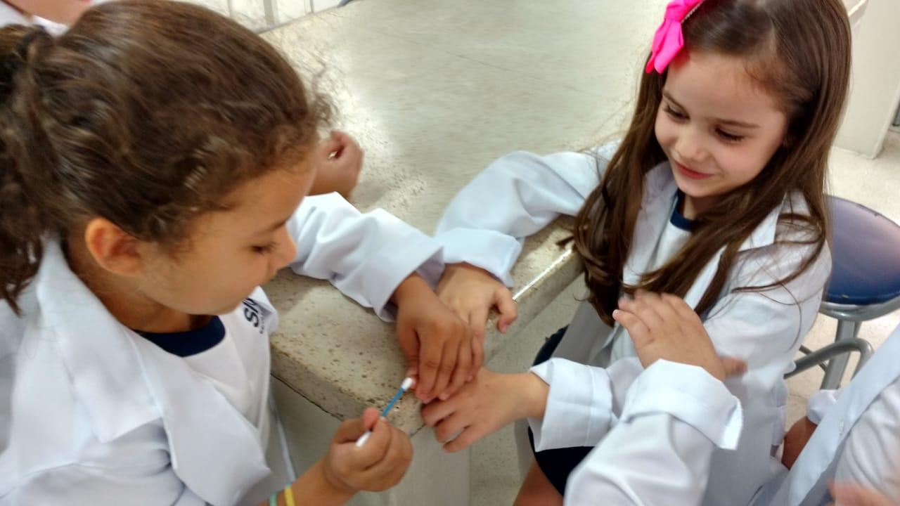 3b27fe135e5 Clube da Ciência – 2º anos A e B – Experimento – Doenças com bactérias que  existem em lugares comuns e a importância da higiene