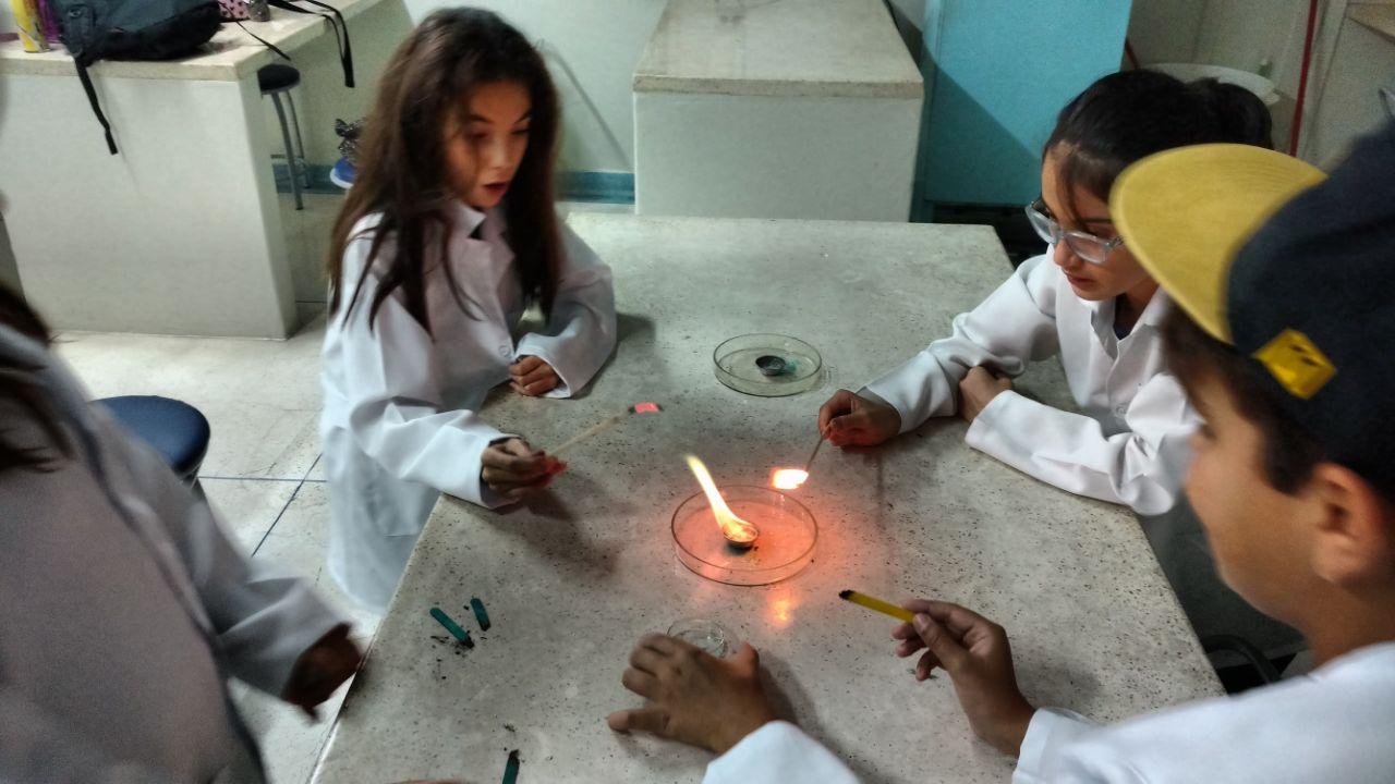 c1e0c516a82 Clube da Ciência – 5º A e 5o B – Experimento – Fogo elétrico e magnético  por meio de chamas coloridas